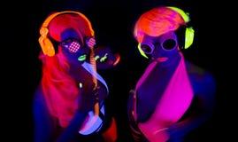 Två uv glöddansare för sexigt neon Arkivfoto