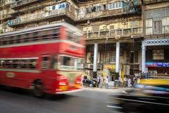 Två-våning buss i Mumbai, Indien Royaltyfri Fotografi