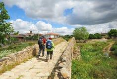 Två vallfärdar på vägen till, via de la Plata, Spanien Royaltyfri Bild