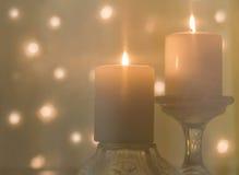 Två vaxstearinljus bränna Fotografering för Bildbyråer