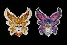 Två Venetian isolerade karnevalmaskeringar Royaltyfria Foton