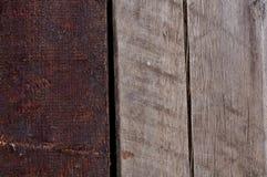 Två vertikala trästrålar av olika färger Royaltyfri Foto