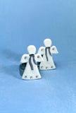Två vita änglar, stearinljus Arkivbilder