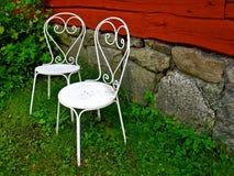 Två vita stolar Royaltyfri Bild