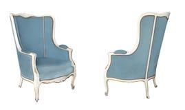 Två vita trästolar för tappning med blå och purpurfärgad sammetstoppning som isoleras på vit bakgrund retro stil Tappning royaltyfria foton