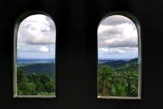 Två Windows med en sikt royaltyfria foton
