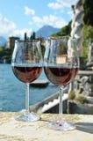 två wineglasses Arkivfoto