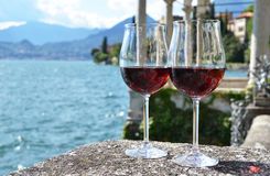 två wineglasses Arkivfoton