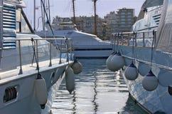 två yachter Arkivbilder