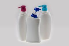tvål för produkt för rena hus för flaskcleaning vätskeplastic Plast-flaskor med tvättmedel och liqui Arkivbild