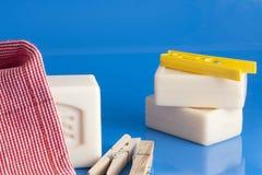 Tvål, kläder och tvätteri Arkivfoto