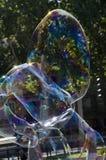 Tvåliga bubblor för färg Royaltyfri Foto