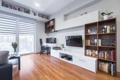 TV żywy pokój w nowożytnym stylu Obraz Royalty Free
