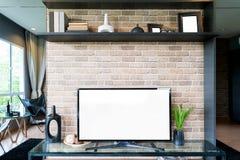 TV και ράφι στο σύγχρονο ύφος καθιστικών Έπιπλα σε καφετή με διακοσμητικό στο σπίτι στοκ φωτογραφίες
