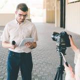 TV Μέσων Μαζικής Επικοινωνίας δημοσιογραφίας ειδήσεων Anchorman Στοκ Φωτογραφία