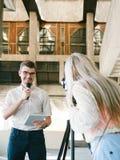 TV Μέσων Μαζικής Επικοινωνίας δημοσιογραφίας ειδήσεων Anchorman Στοκ φωτογραφία με δικαίωμα ελεύθερης χρήσης