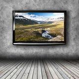 TV al plasma sulla parete della stanza immagini stock libere da diritti