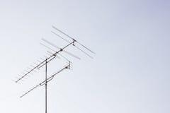TV-antenne met de hemel Royalty-vrije Stock Fotografie