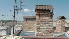 TV-antenne op het dak stock footage