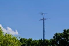 TV-Antenne tegen de Hemel Royalty-vrije Stock Fotografie