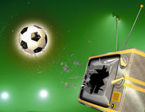 TV cassée par la bille de football Image stock