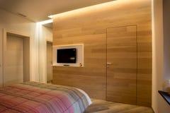 TV ściana z lustrem i drzwi Fotografia Royalty Free