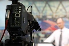 TV-cámara en redacción Imagen de archivo