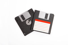 Två diskettdisketter med den tomma etiketten på vit bakgrund Royaltyfri Fotografi