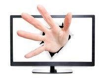 TV eller bildskärm med handen som bryter till och med den arkivfoto