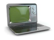 TV en línea. Ordenador portátil con la pantalla pasada de moda de la TV. Fotografía de archivo libre de regalías