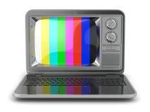TV en línea. Ordenador portátil con la pantalla pasada de moda de la TV. Imagen de archivo