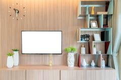 TV en plank in woonkamer Eigentijdse stijl Houten meubilair i royalty-vrije stock fotografie