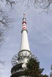 TV et émetteur radioélectrique Cukrak près de ville Prague, République Tchèque Photos libres de droits