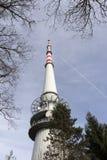 TV et émetteur radioélectrique Cukrak près de ville Prague, République Tchèque Image libre de droits