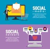 TV et ordinateur avec les messages sociaux de bulles de causerie illustration libre de droits