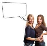 Två europeiska kvinnor med anförandebubblan Arkivbild