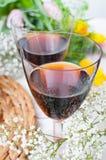 Två exponeringsglas av rött vin Fotografering för Bildbyråer