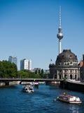tv för berlin museumtorn Royaltyfri Fotografi