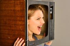 Tv fan piłki nożnej kobieta jest ard tv fan piłki nożnej tv fan piłki nożnej watchning dopasowanie oglądanie telewizji kobieta zdjęcie royalty free