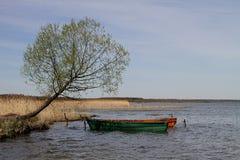 Två fartyg på sjön Arkivfoto