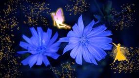 Två feer och blåa blommor i fen blänker Arkivfoto
