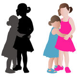 Två förtjusande små flickor, i att krama för sommarklänningar Arkivbild