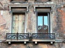 Två gamla Venetian Windows Royaltyfri Fotografi
