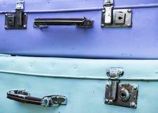 Två gammalt ljus - blåa resväskor Arkivfoto