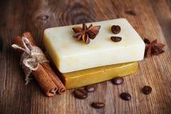 Två hand - gjord tvål med kryddor Royaltyfri Foto