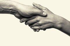Två händer - hjälp Arkivfoton