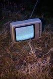 TV ingen signal i gräs arkivbilder