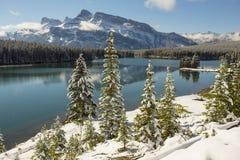 Två Jack Lake, Banff nationalpark Royaltyfria Foton