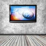 TV 4K på den isolerade väggen Royaltyfria Bilder