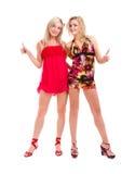 Två kvinnor i galna clownexponeringsglas med tum upp Arkivbild